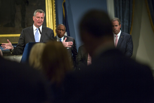 de blasio press conference distance