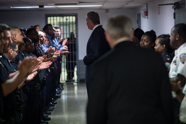 de Blasio rikers ponte officers