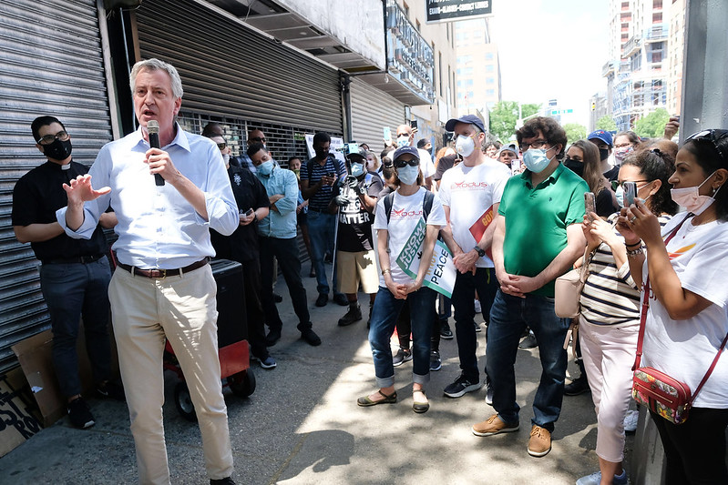 Bill de Blasio speaking street group