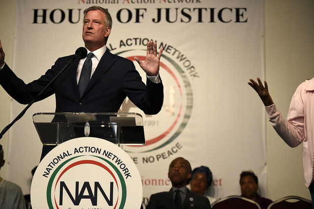 de blasio NAN hands up