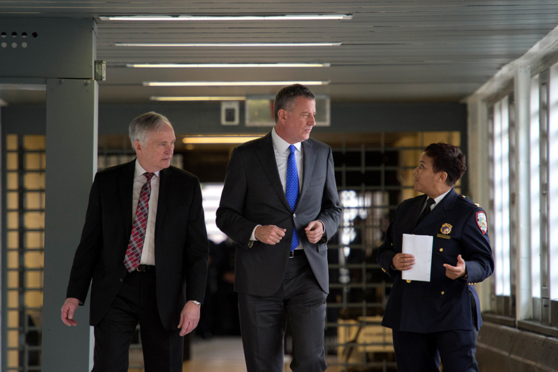 de blasio rikers ponte officer