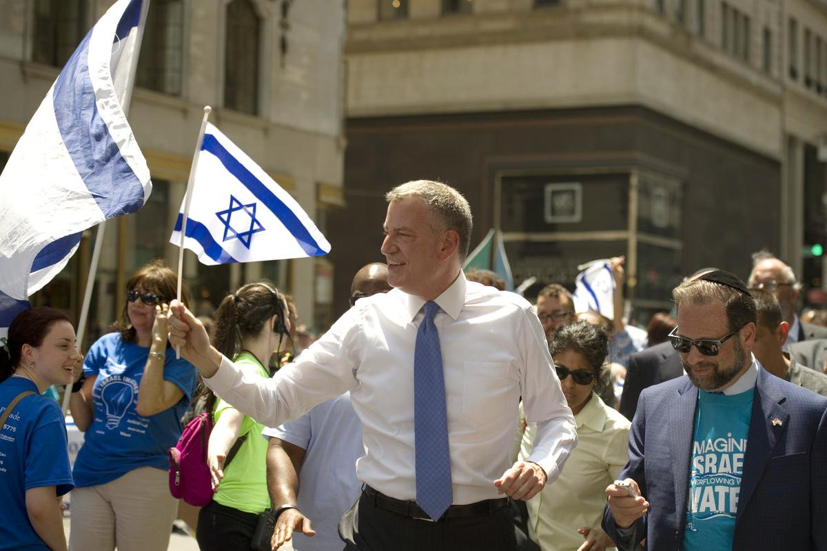 de blasio israeli flag parade