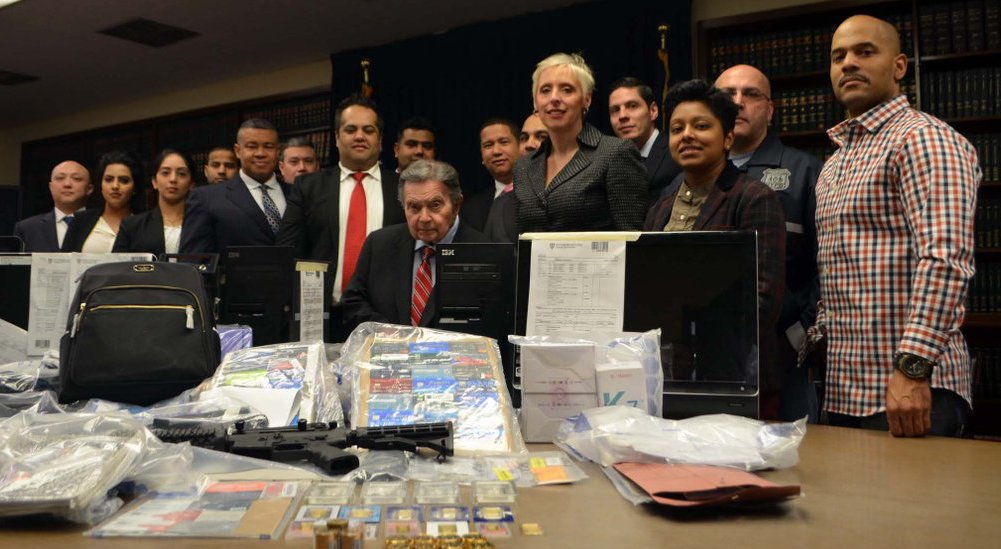 queens da with assets of bust