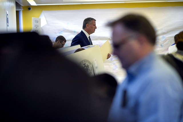 de Blasio voting distance